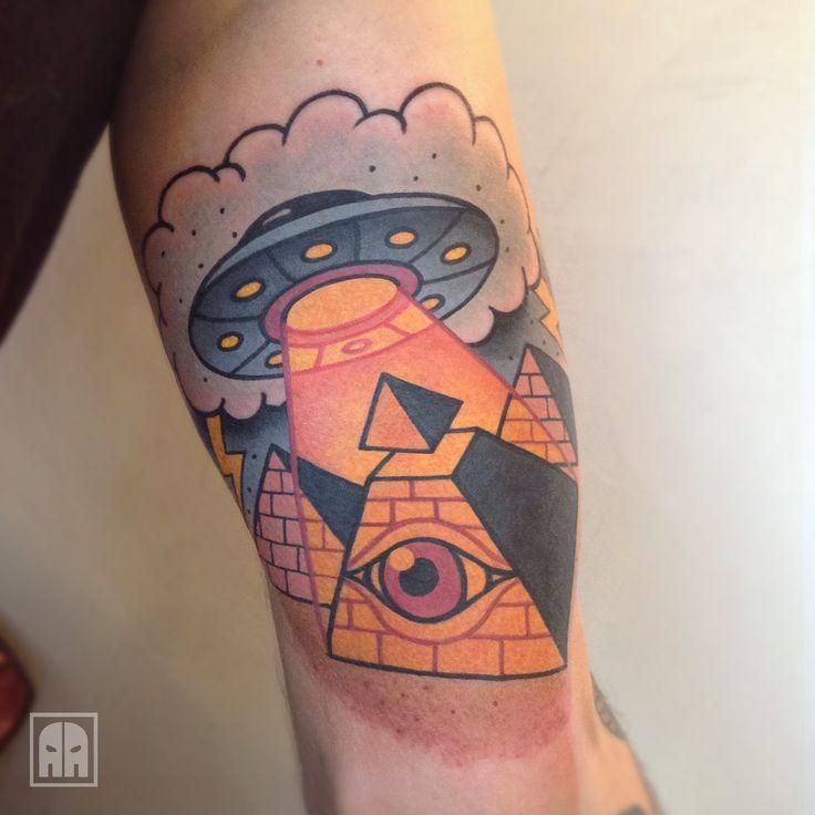 die besten 17 ideen zu pyramide tattoo auf pinterest. Black Bedroom Furniture Sets. Home Design Ideas