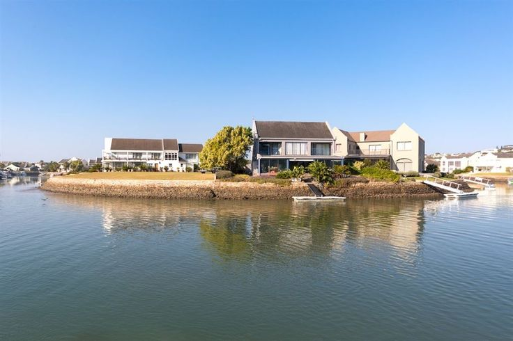 Royal Alfred Marina, 2 Dogs O Devon | Harcourts Port Alfred | Harcourts