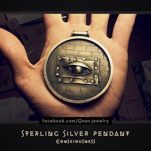 #pendant #sterlingsilver #eye #jewellery #jewelry #mythe #lemythe #necklace #fantasy #fantasyart #metalwork #artwork