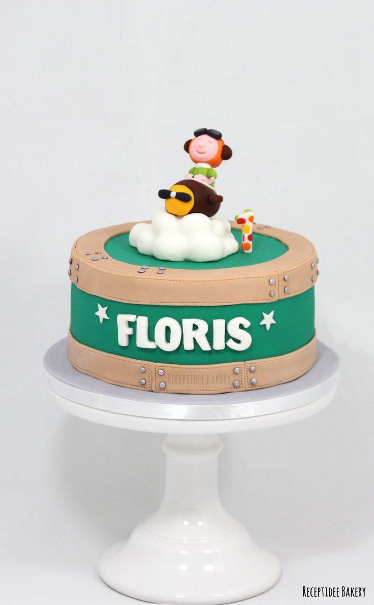 ✈  Gefeliciteerd met je 1e verjaardag Floris!  ✈   Deze taart heb ik ontworpen naar aanleiding van het geboortekaartje van Floris   #travel #reizen #reistaart #koffer #koffertaart #suitecase #suitecasecake #flying #airplanecake #vliegtuig #fondant #vanillecake #frambozenconfiture #vanillecreme #marzipan #marsepein
