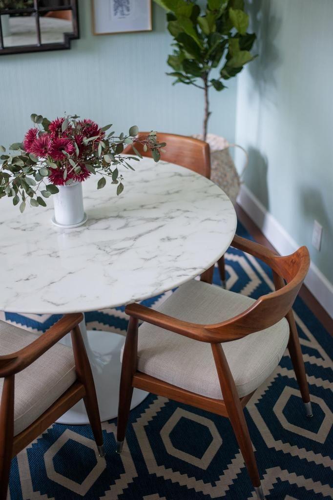 Calacatta Gold Marble Tulip Dining Table Round In 2020 Tulip