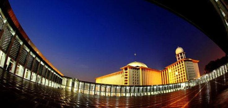"Istiqlal Mosque is the largest mosque in Southeast Asia and has the highest capacity. This national mosque of Indonesia was built to commemorate Indonesian independence and named ""Istiqlal"", an Arabic word for ""independence""."