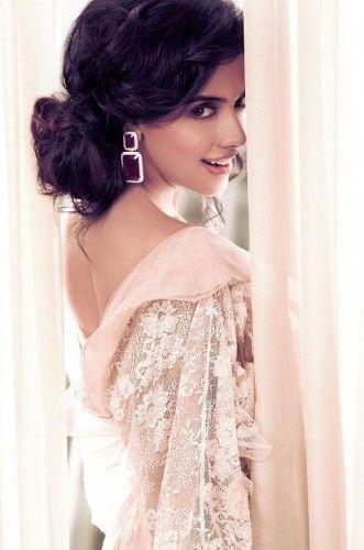 Asin - Bollywood super star http://www.dfilmybuzz.com/asin/