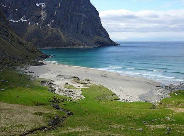 The dramatic northern coast of the Lofoten Islands, #Norway, 100 km above the Arctic Circle