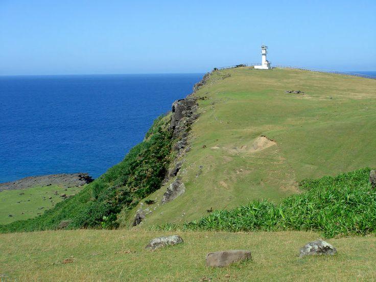 離島の診療医を描いたドラマ「Drコトー診療所」のロケ地になったことでも有名な与那国島。(ちなみに離島界のコネタとして、コトー先生のモデルとなった先生は鹿児島の下甑島に実在です)人口1500人ほどで、3つの集落があり、24の小字があります。- 離島経済新聞 | 与那国島のいとなみ http://ritokei.com/contents/2014/03/23/isa140320/