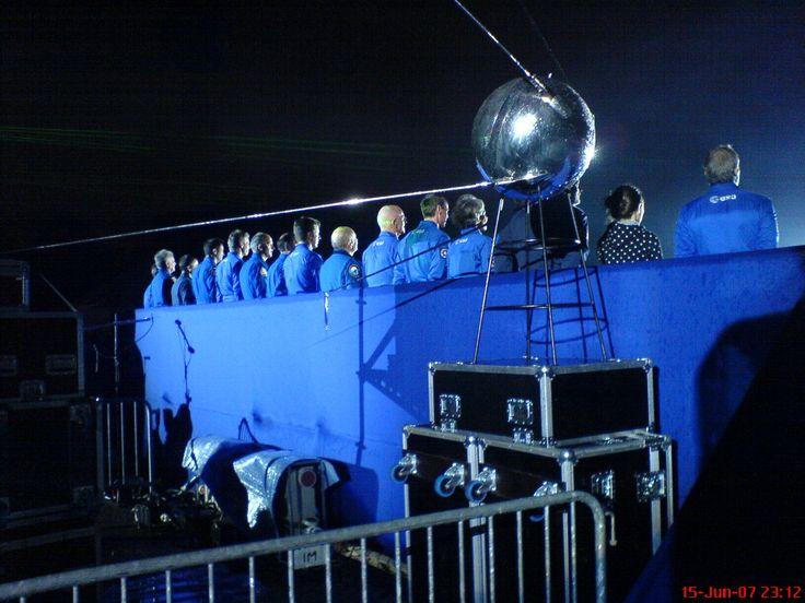 I direct 'La Nuit de l'Éspace', a public open air show in Paris with more than fifteen astronauts live on stage.