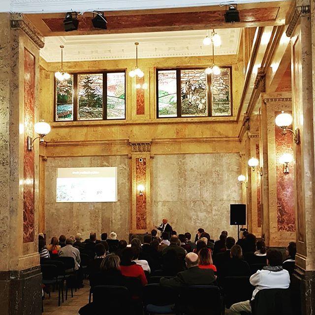 Konferencia Ozivovanie hradov. Pokracuje prednakou o hrade Reviste. #hrady #ozivovaniehradov #reviste