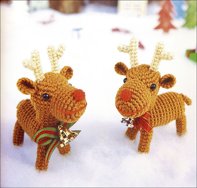 Вязаные рождественские олени крючком. Схема вязания игрушки олень амигуруми  из японского журнала.