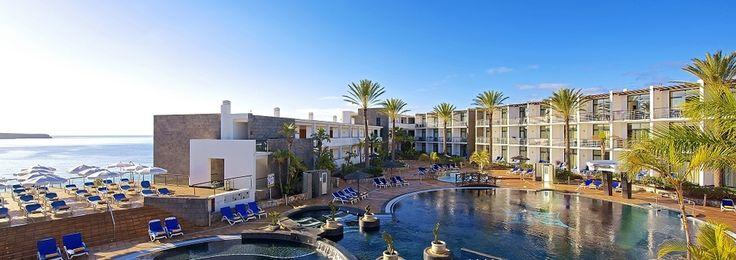 L'hôtel IBEROSTAR Papagayo se situe sur l'île de Lanzarote, déclarée Réserve de la Biosphère par l'UNESCO. Cet hôtel 4 étoiles sur la plage de las Coloradas, conçu spécialement pour les familles, est ouvert toute l'année