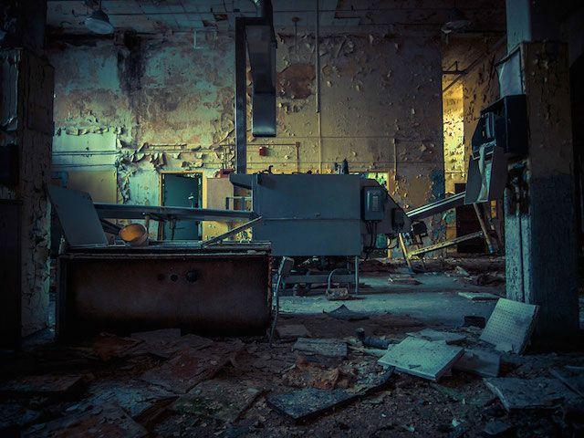abandoned hospital by Johnny Joo
