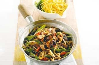 495 cals/15g fat per portionThis meaty beef and pepper stir-fry is quick, easy and can be made in 15 mins. This stir-fry includes garlic, ginger, mushrooms, bean sprouts and lots more - a great mid-week meal.