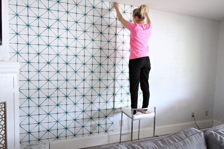 Hello friends! Today I'm sharing a tutorial on how to installwallpaper! I have only done this a couple times but I've compiled my tips on how to install wallpaper and found what I believe to be the easiest way. I am not a professional in the wallpaper department but I got professional results with the method I used for how to hang wallpaper! Disclaimer: I had zero desire and zero energy to load up my four kids and go buy fancy wallpapering supplies so I'll show you what basic DIY supplies I…
