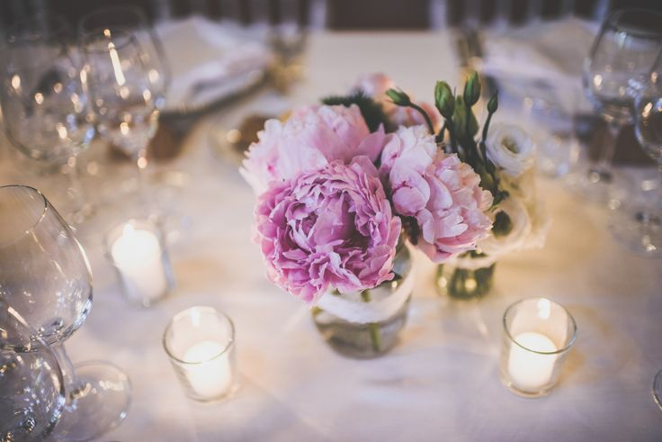 Table decoration with pink peonies