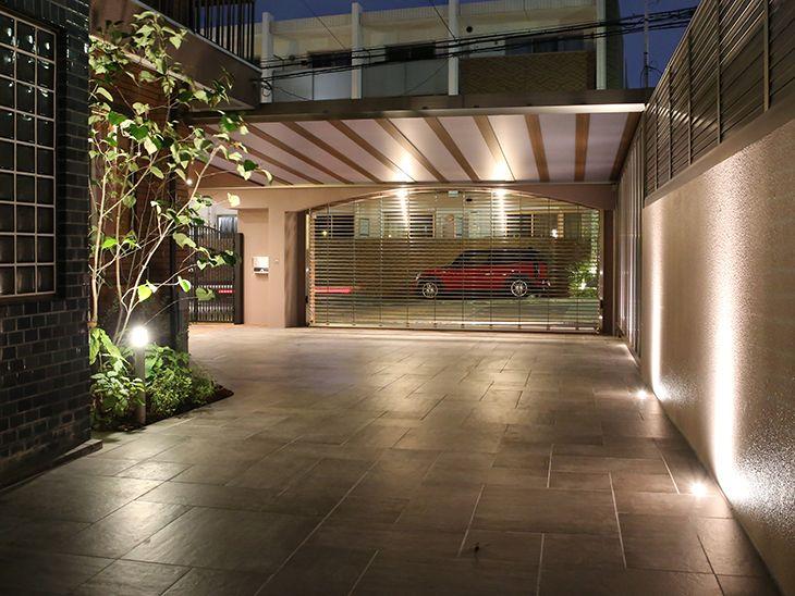 上質で高級感のあるクローズ外構の駐車場 外構工事 外構 エクステリア