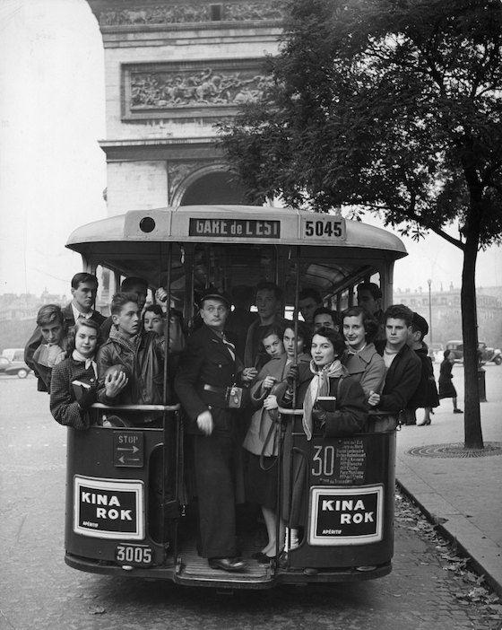 American students discovering Paris. Avenue Kléber Paris 75016 (1952) Gordon Parks for Life magazine.