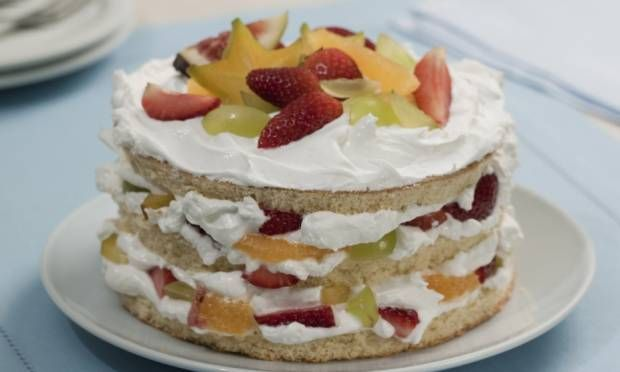 Torta de marshmallow e salada de frutas