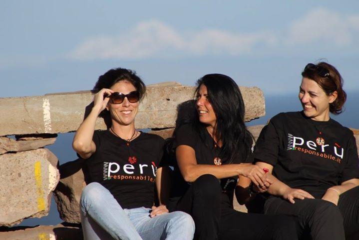 tre belle facce sorridenti al sole di #Taquile #peruresponsabile #peru4x4 #peru #instatravel #instaperu #responsabiletravel #responsibletourism