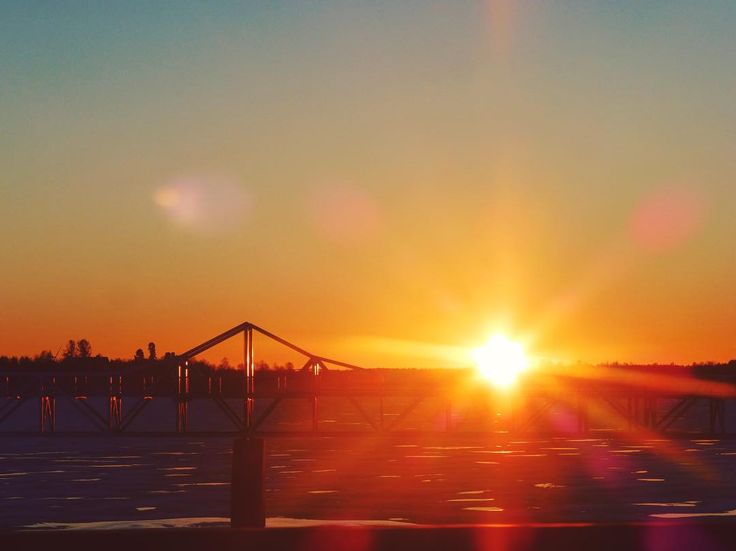 Bridge & sun Haparanda Suède #light #sun #sunset #orange #sweden #igerssweden #igworldclub #ig_photooftheday #instagood #photooftheday #beautiful #instadaily #art #amazing #bestoftheday #travel #instago #all_shots #trip #travelgram #instatravel #traveling #travelling #tourism #travelingram #igtravel #mytravelgram #instatraveling #instapassport #visiting