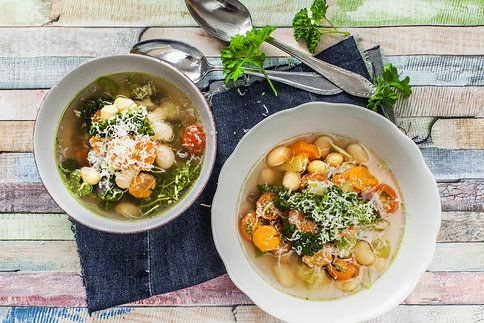 Polévka nadupaná zeleninou vás dobije na celý den
