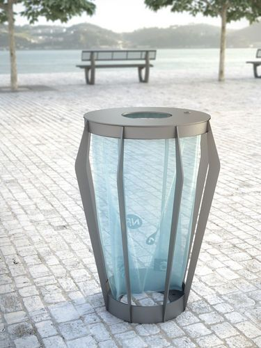 Anti-terrorism litter bin SOHA Concept Urbain I thought that was a street lantern at first...would be cool to combine both lantern & street light (wud discourage ppl from throwing garbage in & blocking light, would also alert garbage collectors when it is full)