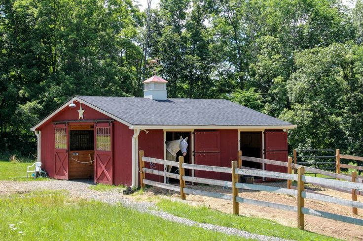 1000 ideas about small horse barns on pinterest horse for Small horse barn plans