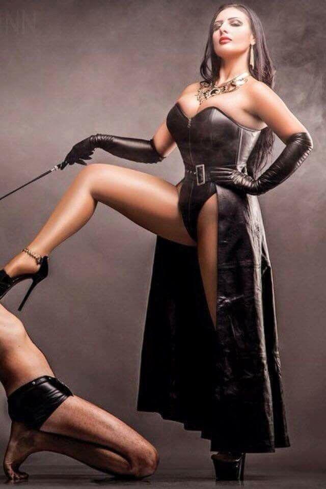 Womenin Leather Attire Vedios 121