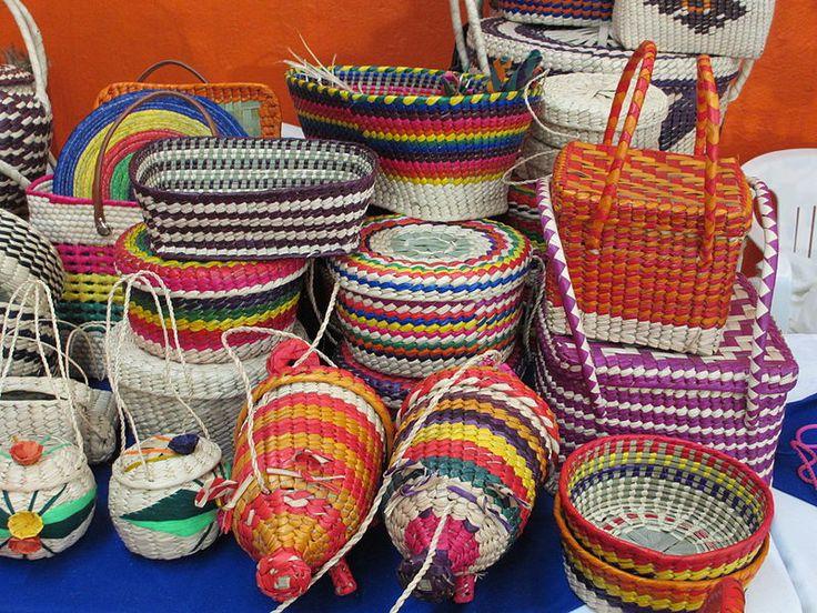 La artesanía de palma es característica de la Región Mixteca.Entre los artículos más comunes se tienen: sombreros, tenates, soyates, petates, floreros, monederos, entre otros.