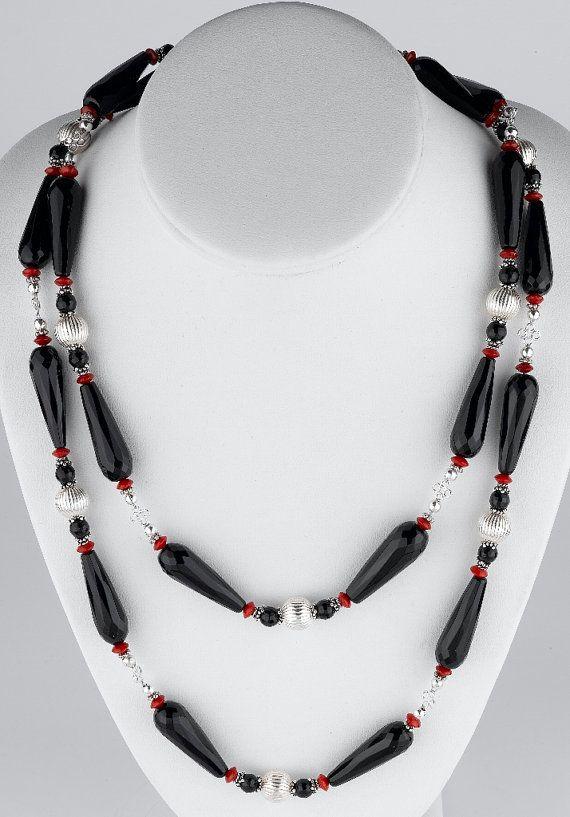 Facettierten schwarzen Onyx und rote Korallen von GalinasDesigns
