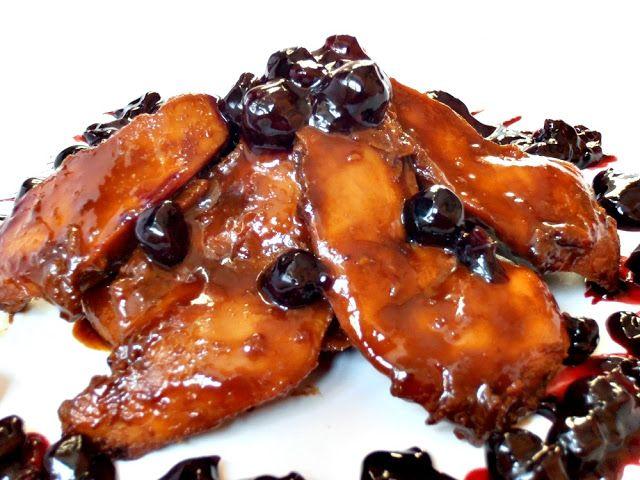 CAIETUL CU RETETE: Friptura de pui cu sos de afine