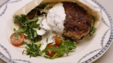 Eén - Dagelijkse kost - lamsburgers in een pitabroodje | Eén