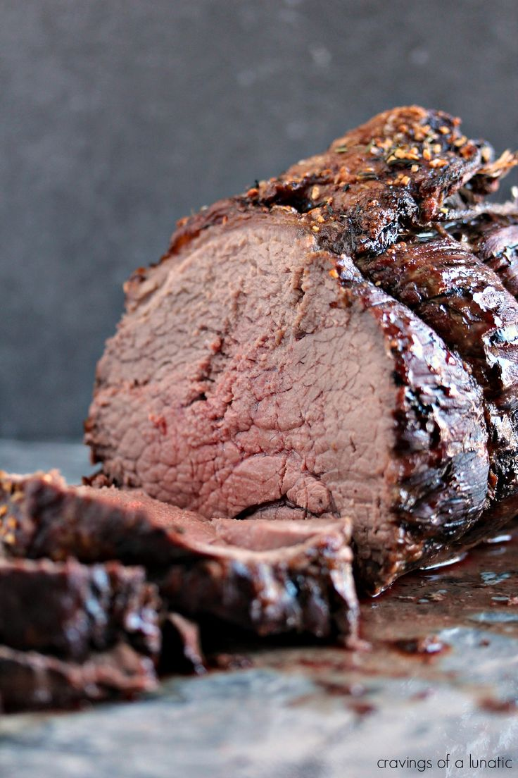 How to Cook a Top Sirloin Beef Roast |contributor post by cravingsofalunatic.com | Easy to make yet impressive to serve for dinner. This recipe is easily adaptable to cook to your own taste. Enjoy!