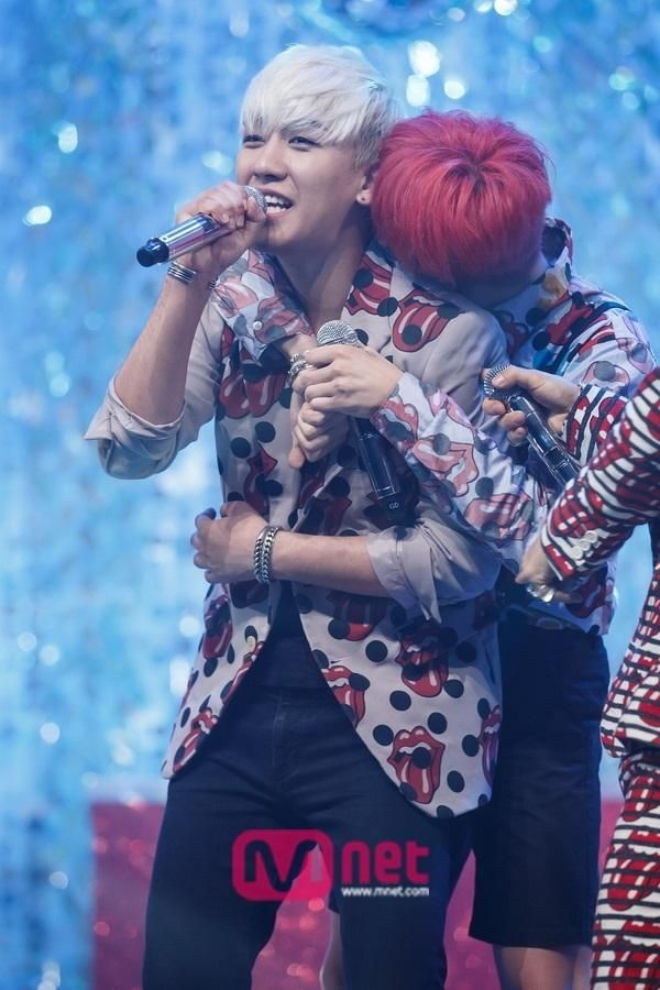 Baby boy is too clingy #NYONGTORI