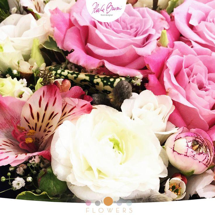 Lisianthus, alstroemeria, rose, ranuncoli... e la magia è fatta! Una splendida composizione a firma della Flavia Bruni Daisy Flowers School