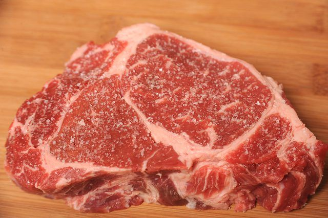How to Broil Beef Rib Rib-eye Steak