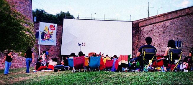 Open air summer cinema in Barcelona: where to go >> http://www.holabarcelona.nl/uitgaan/openlucht-bioscopen-in-barcelona