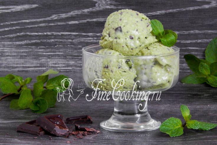 Мятное мороженое с шоколадной крошкой