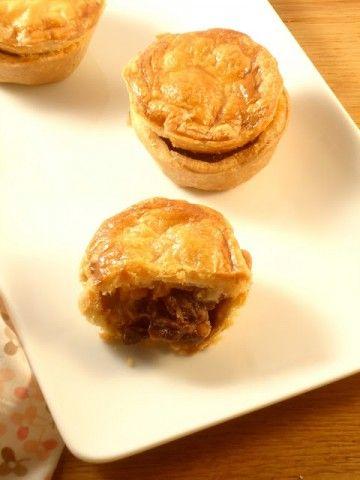 Een lekker recept voor vleespasteitjes van Donna Hay gevuld met rundvlees.