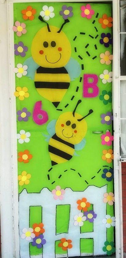 Peri dico mural del mes de marzo primavera puertas for Puertas decoradas con dinosaurios