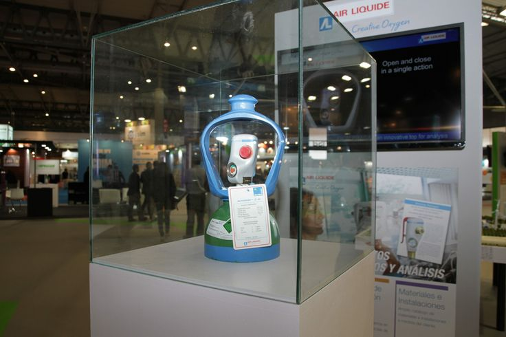 Botella Alphagaz. Botella con válvula innovadora y ergonómica para la utilización de gases puros y mezclas de laboratorio. (Air Liquide)