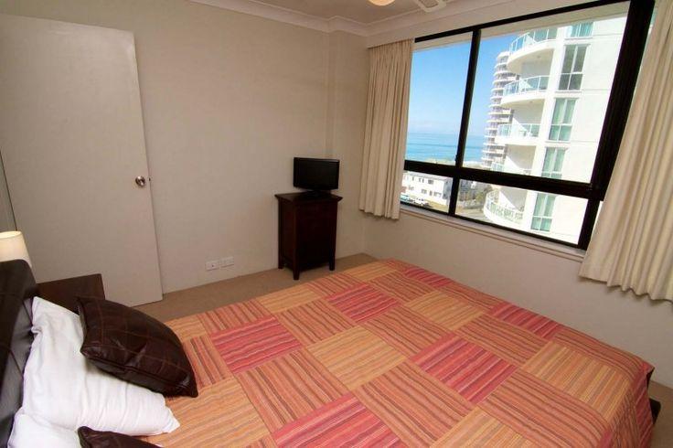 Carrington Court - Main Bedroom With Ocean Views - Main Beach Accommodation