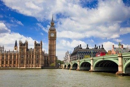 Le marché de l'immobilier britannique est en pleine effervescence. A Londres, la forte demande de logements, notamment issue d'acquéreurs étrangers, tire les prix vers le haut www.partenaire-europeen.fr/Actualites-Conseils/actualite-de-l-immobilier/L-actualite-en-Europe/GB-les-prix-de-l-immobilier-londonien-s-enflamment-20131107 #immobilierLondres
