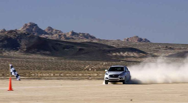 Hyundai Tucson Fuel Cell rompió el récord de velocidad en tierra - http://autoproyecto.com/2015/12/hyundai-tucson-fuel-cell-record-velocidad.html?utm_source=PN&utm_medium=Pinterest+AP&utm_campaign=SNAP