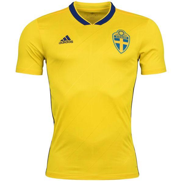 MAILLOT DOMICILESUÈDE COUPE DU MONDE 2018 Maillot domicile Suède Coupe Du Monde 2018. Le maillot de la Suède domicile 2018 a un design sobre et classe en jaune et bleu, inspiré par les maillots de la Suède portés dans les années 80 et 90. Fabriqué par Adidas, et sortant ce mois-ci, le nouveau maillot du […]