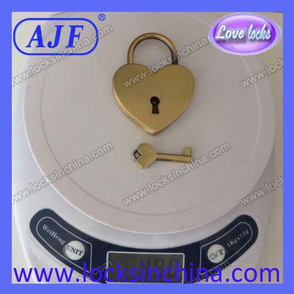 Продукты продают как горячие пирожки в России любовник форме сердца pad замок AJF бренд A01-021AB..LOVE Продукты продают как горячие пирожки в R