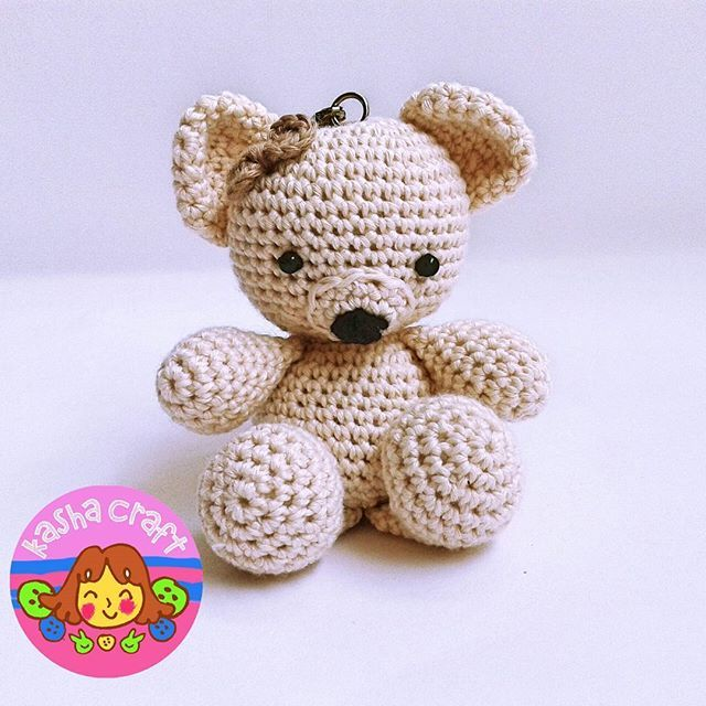 Broken White Vintage Bear  Pattern by amigurumitogo
