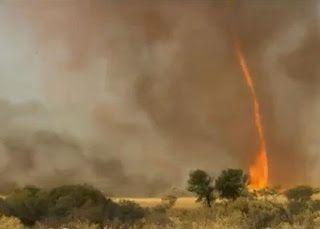 Tornade de feu en australie [video] - http://www.2tout2rien.fr/tornade-de-feu-en-australie-video/