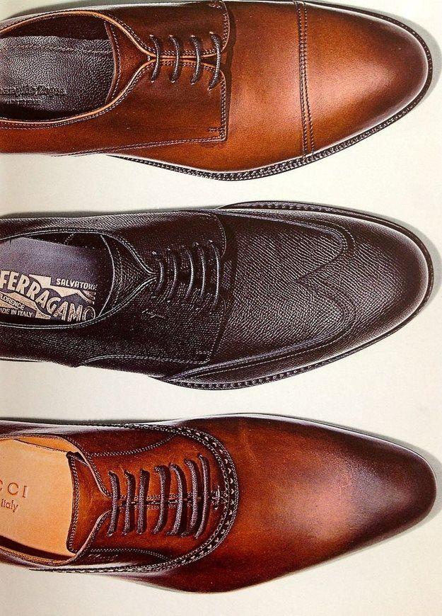 Moda Masculina:Invista em bons pares de sapatos, em qualquer situação sabe-se o quanto um homem cuida de sua aparência pelo relógio e sapato.Tênis deve ser usado quando se está praticando esportes ou em momentos de descontração.