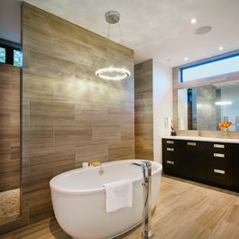 Freestanding bath & shower/toilet wall