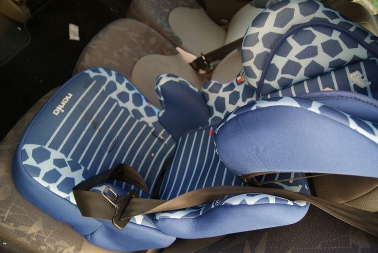 loue siege auto bleu excellent état , acheté il y a peu de temps, convient pour enfant de 4 ans à 7 ans. Location siège auto enfant de 3 ans à 7 ans Albi (81000)