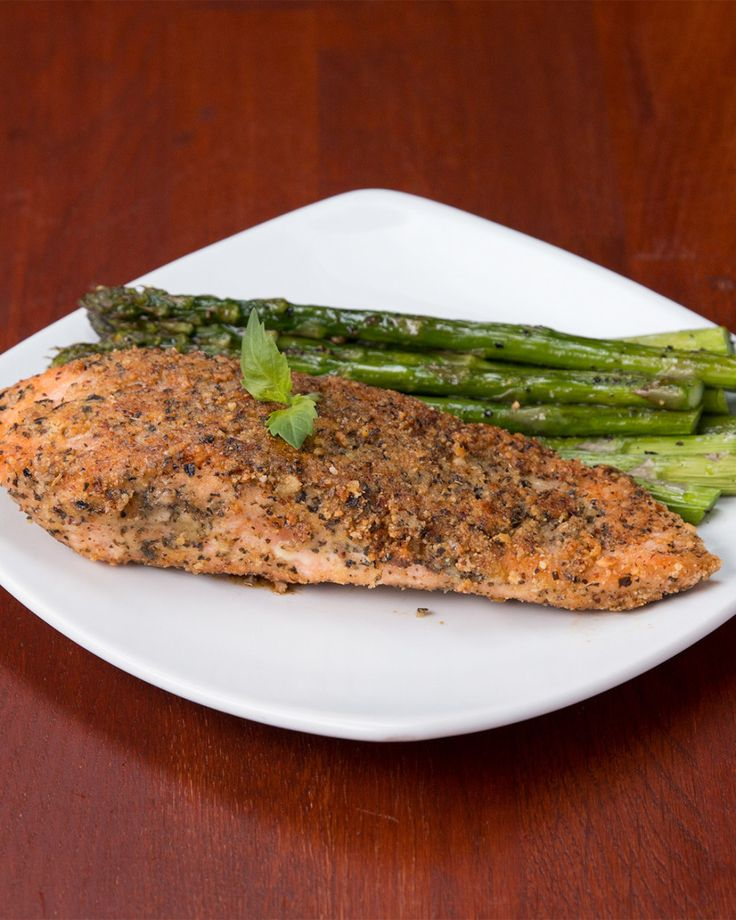 This Almond-Crusted Parmesan Salmon Is The Perfect Dinner For Two (very easy and with video)